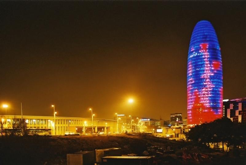 Torre Agbar - biurowiec w kolorach tęczy