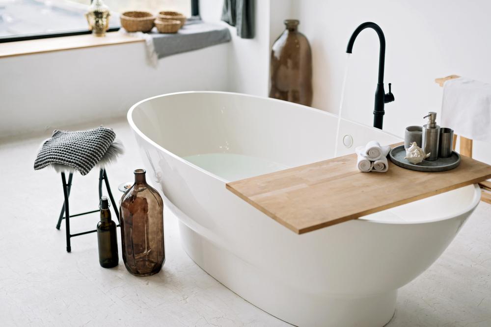 Czym kierować się przy wyborze wanny do łazienki? Sprawdź!