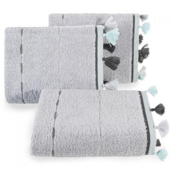 Klasyczny ręcznik kąpielowy z dekoracyjnymi chwostami na brzegach srebrny