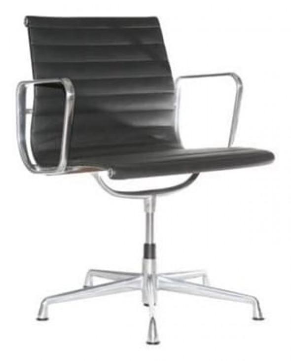 Fotel biurowy CH inspirowany proj. EA108 - czarna skóra