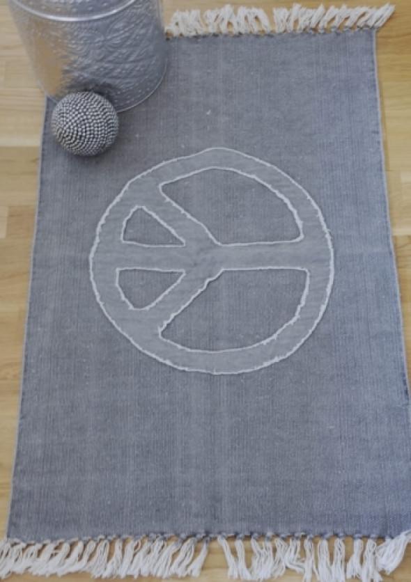 Dywanik bawełniany szary z pacyfą PEACE