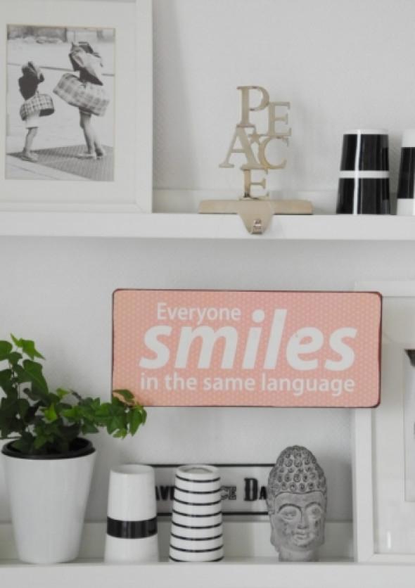 Szyld metalowy różowy SMILES