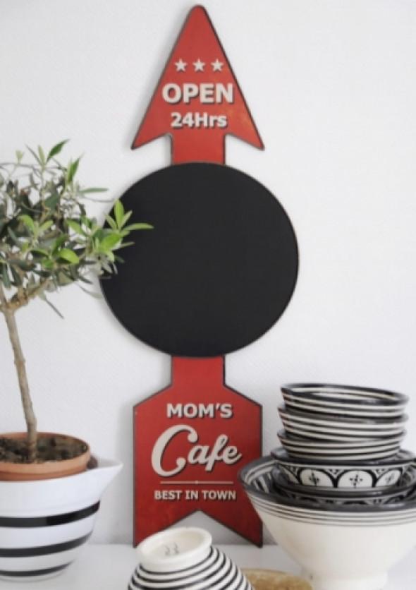 Szyld z tablicą do kuchni MOM'S CAFE