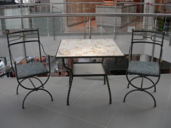 Stół 80x80 z blatem marmurowym biancone ręcznie dekorowany